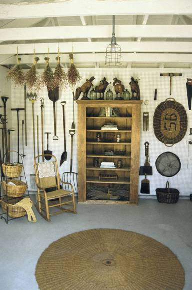 Garden storage shed what to consider in building a shed for Garden sheds interior designs