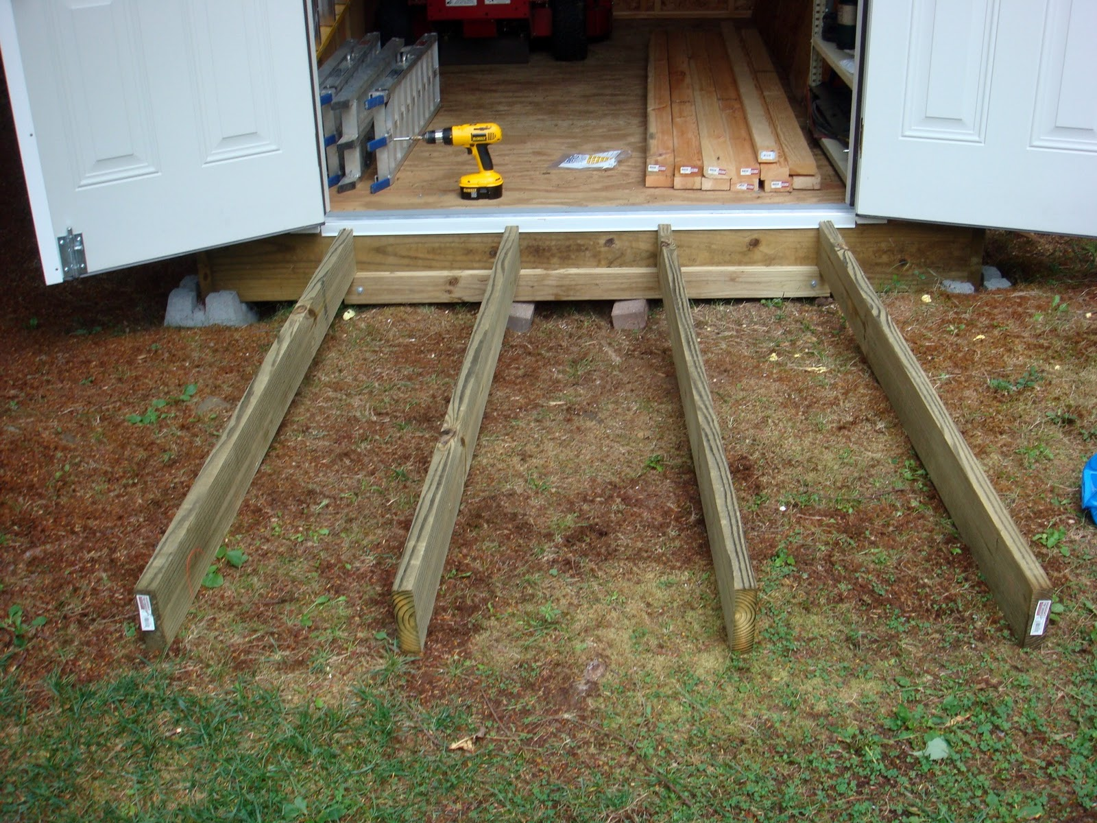 Attrayant How To Build A Simple Shed Ramp Quick Woodworking Projects